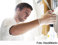 Photo: student pipetting